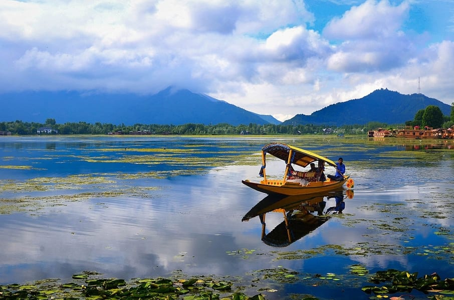 Day 5 Gulmarg to Srinagar   Enjoy the Sky Changing its Colours during sunset at the Dal Lake